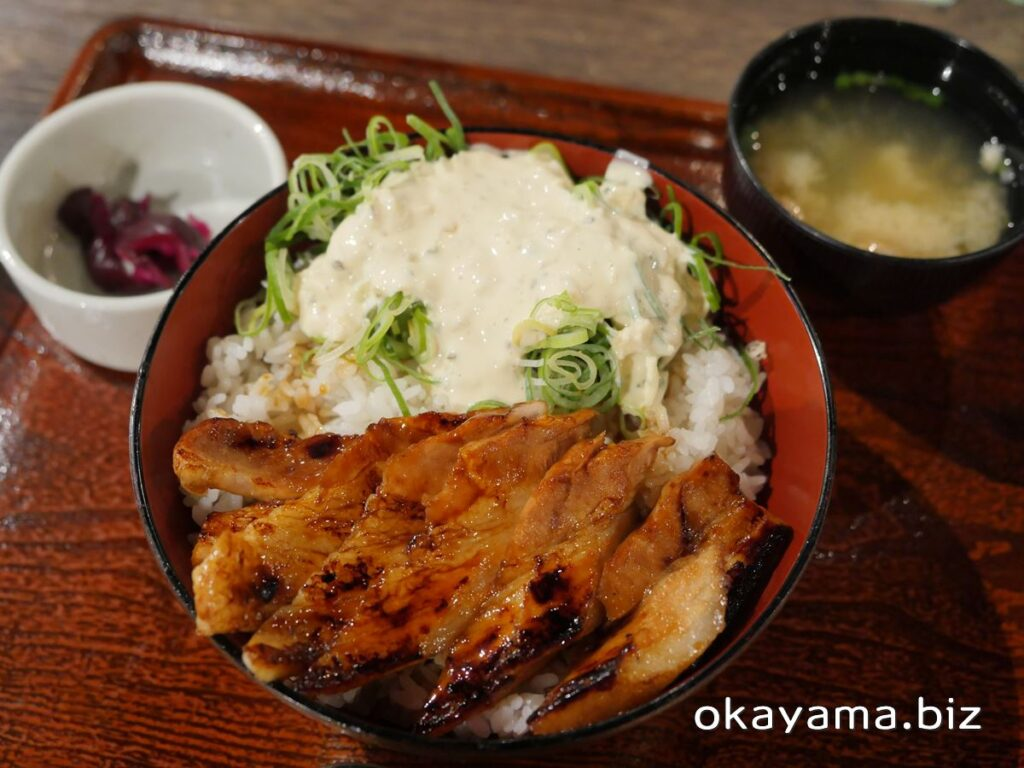 かばくろ イオンモール岡山店 ねぎタルタルぶたかば丼 漬物と味噌汁 okayama.biz