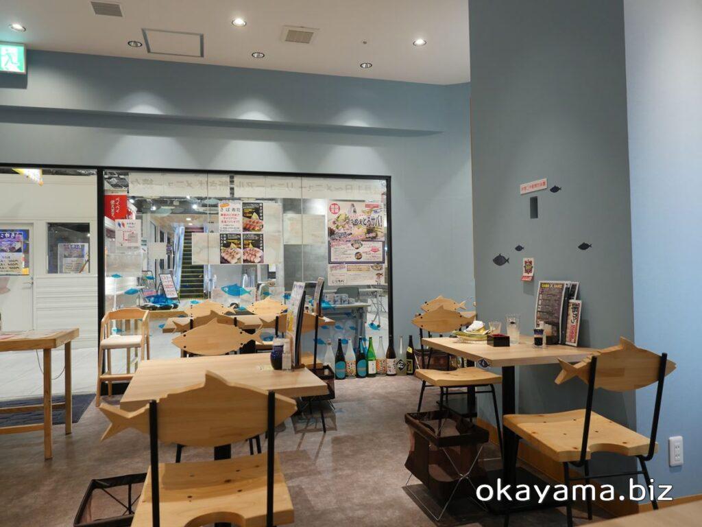 さば料理専門店 SABAR+岡山店 椅子の背がサバになっている店内 okayama.biz